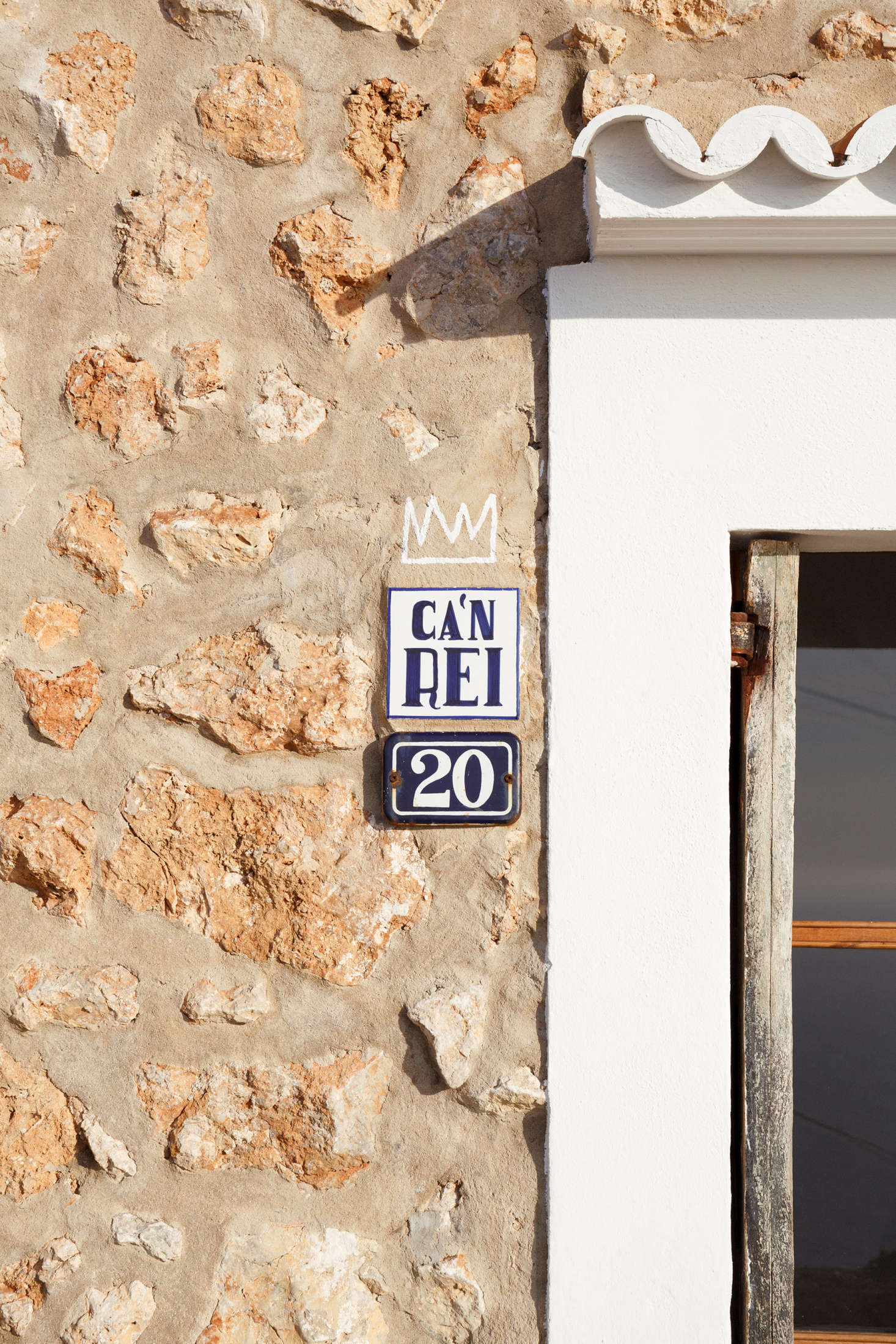 A small sign next to the door announces the house&#8