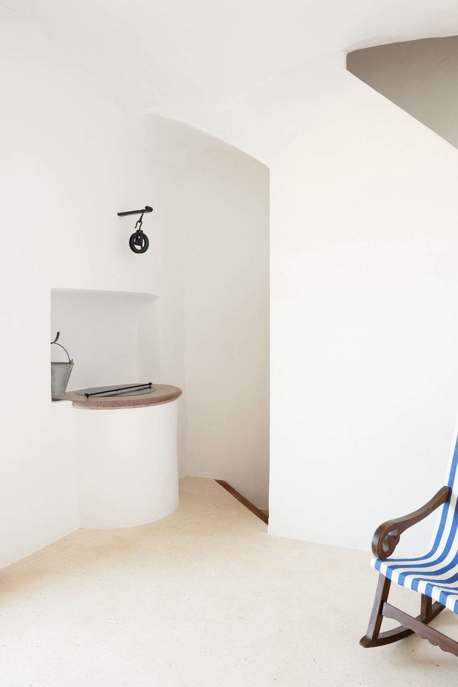 Behind the well, a stairway leads downstairs, to the bath.