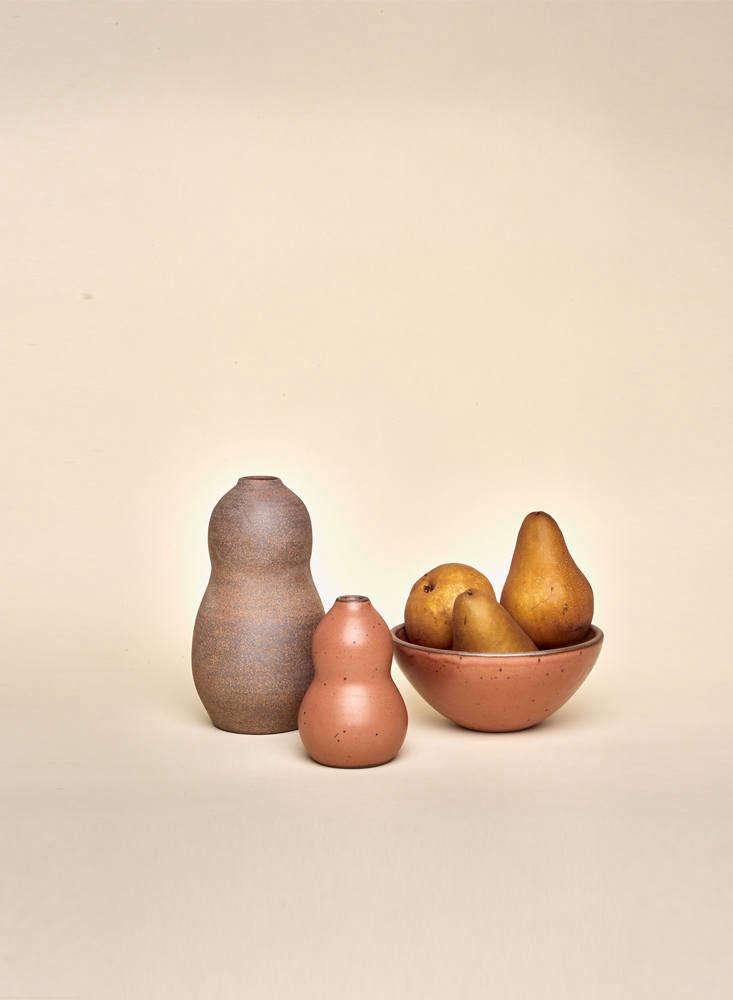 alarge contour vase (currently unavailable) alongside a small contour vase( 10