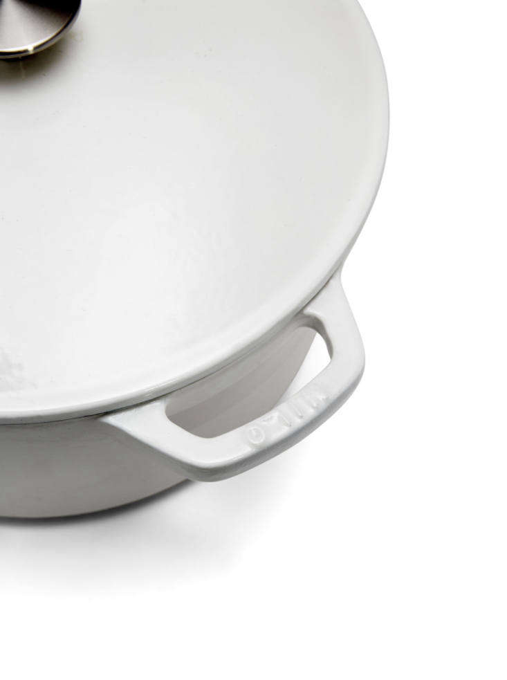 The Milo Dutch oven has integrated, cast iron handles. It&#8