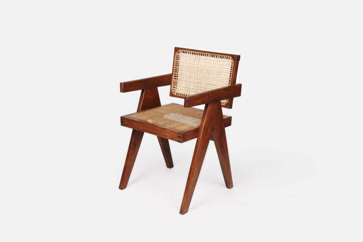 A highlight of the kitchen is the pair of vintage Pierre Jeanneret Chandigarh Chairs. The chairs can be sourced, when available, at The Line in Los Angeles or from various vintage dealers onloading=