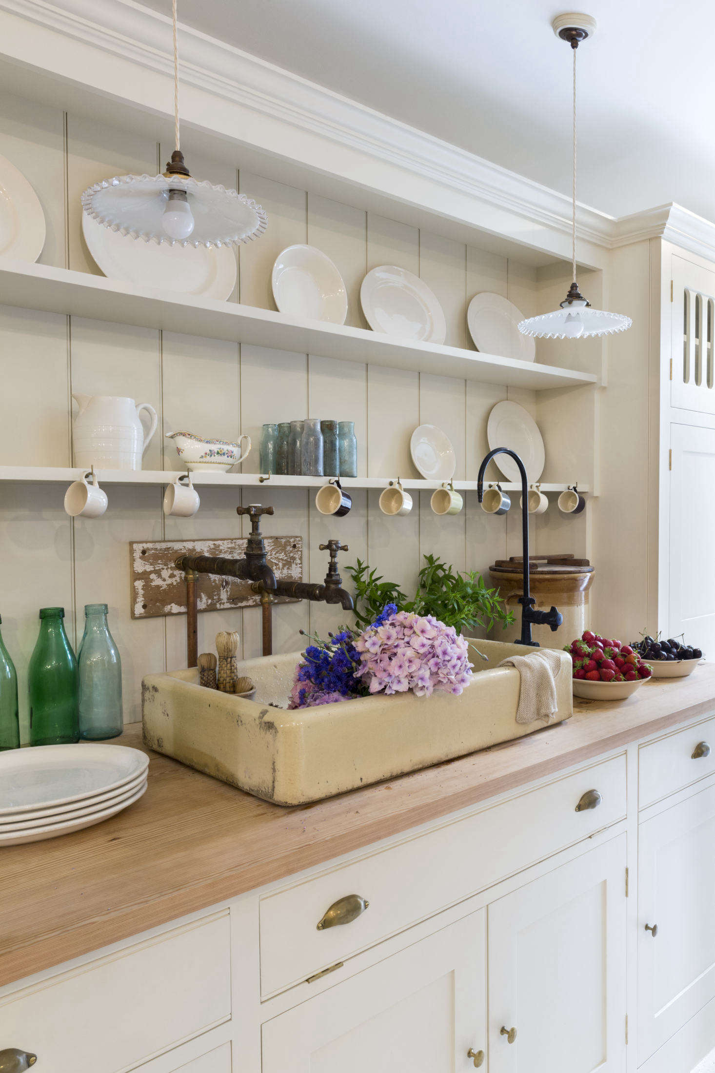 The open shelves provide plenty of display space: They&#8