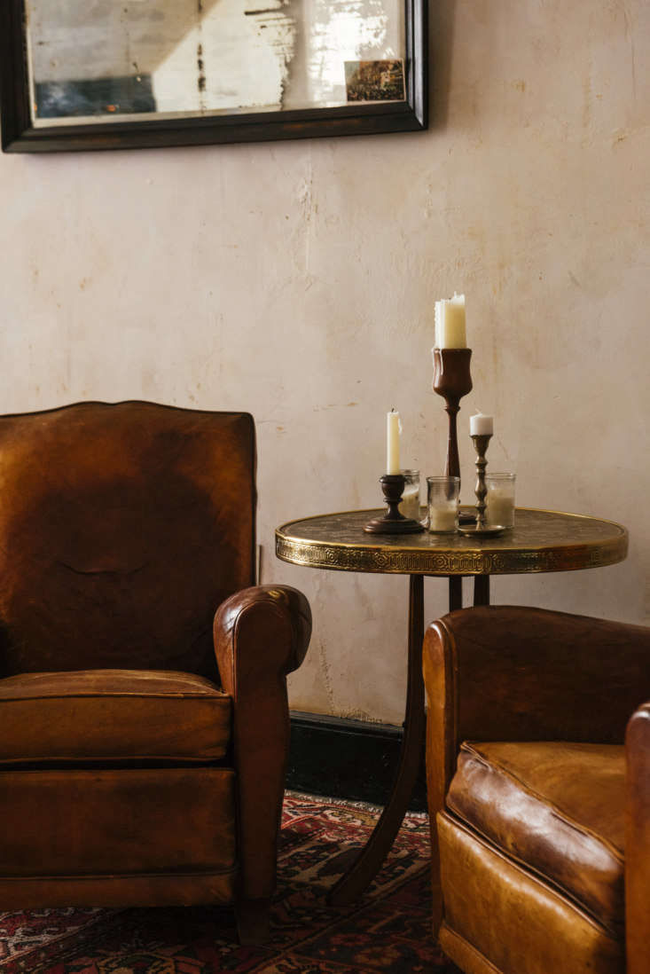 Seaworthy An 1832 Cottage Turned OldWorld Oyster Bar in New Orleans Leather club chairs and plenty of candles. (For the ultimate handsome leather chair, see\10 Easy Pieces: Leather Club Armchairs.)