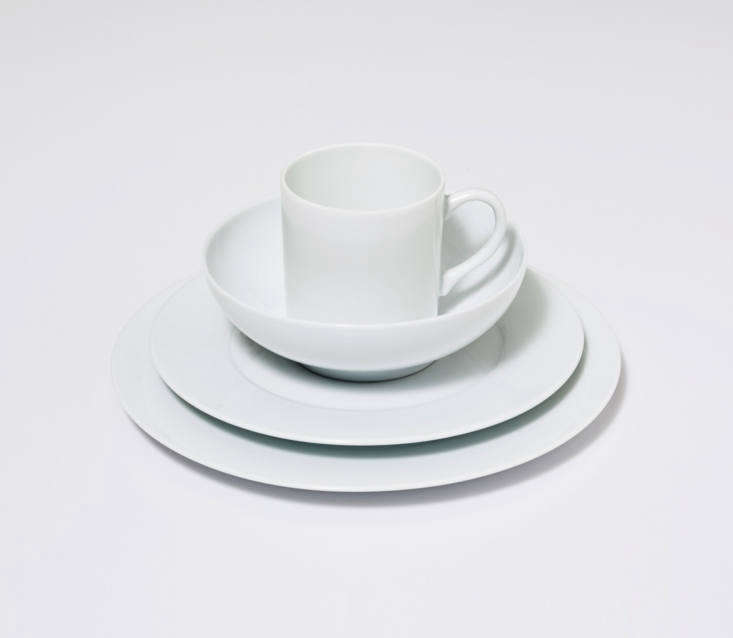 The value proposition of Snowe is to make luxurious home goods available at reasonable prices, from tableware to bedding, plus accessories such as candles, carafes, and shower curtains. All are made in the US and Europe, often using top-quality materials such as porcelain from Limoges in France and Italian percale cotton. The Four-Piece Table Setting, shown, is manufactured in Portugal and includes four sets of four pieces each: a dinner plate, salad plate, bowl, and mug, for $5.