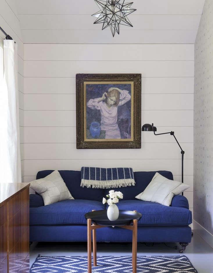 nearly all of stylist tiina laakonen&#8\2\17;s hamptons house is clad in sh 21