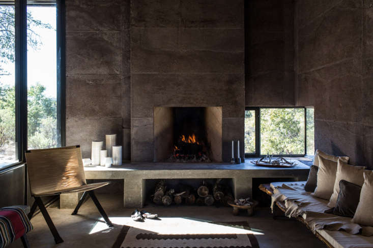 There are two sources of heat in the house: the fireplace in the living room and a woodstove adjacent to the private spaces. According to the architects, &#8