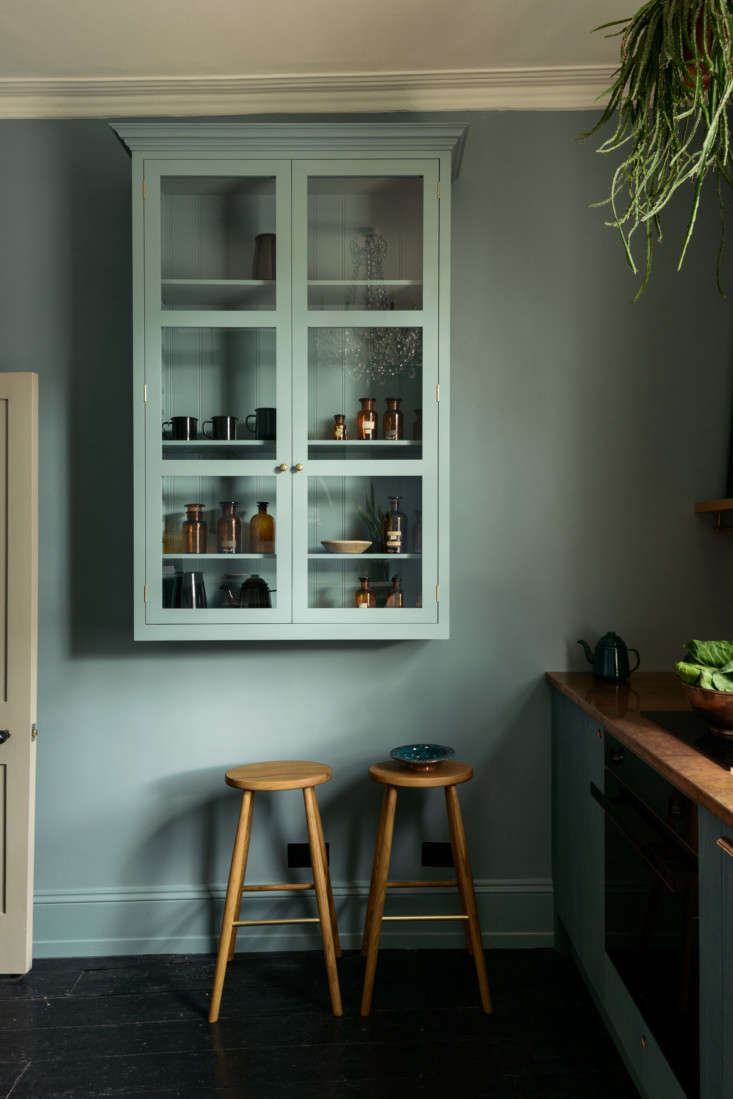 For wall cabinetry, Parker opted to install a London Glazed Wall Cupboard (£loading=
