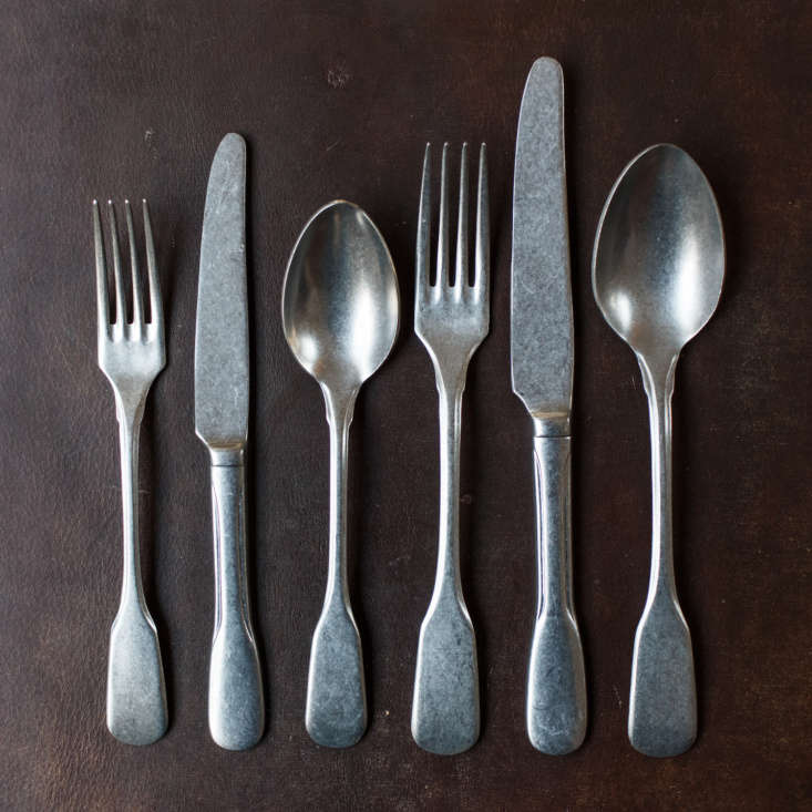 A full table setting, with prices hovering around €4 for a table fork and €7.60 for a table knife. Speciality tableware like cake servers, sauce ladles, fish forks and fruit spoons are also available; see The Loft for the full collection.