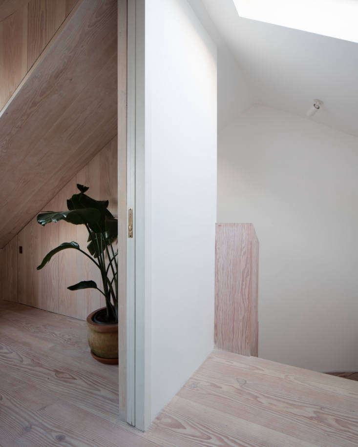 Kitchen of the Week A GreatestHits Kitchen for a DanishAmerican Couple in London Upstairs, more Dinesen, including the stair surround.