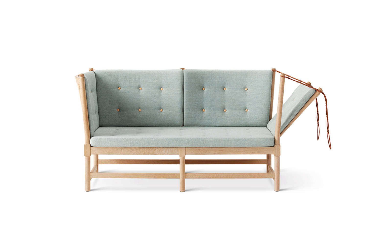 Børge Mogensen designed the Spoke Back Sofa in 45 as an English daybed and French chaise combo, thanks to the hinged side. It&#8
