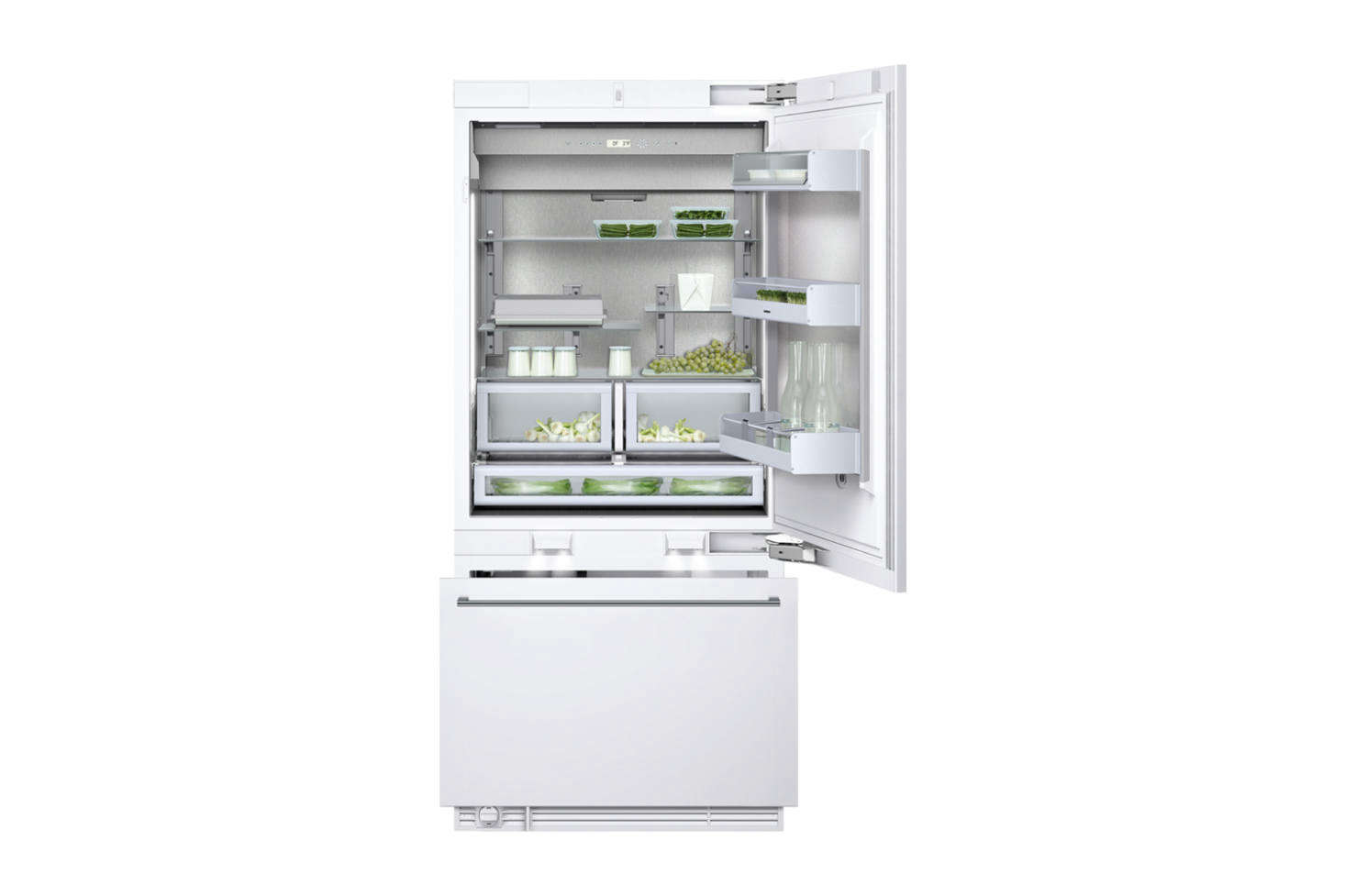 A Gaggenau Vario 400 fridge and freezer is integrated behind Plain English cabinets.