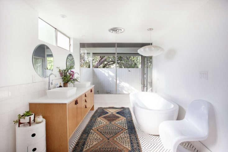 midcentury organic modern bathroom in ladera heights california 2   733x489