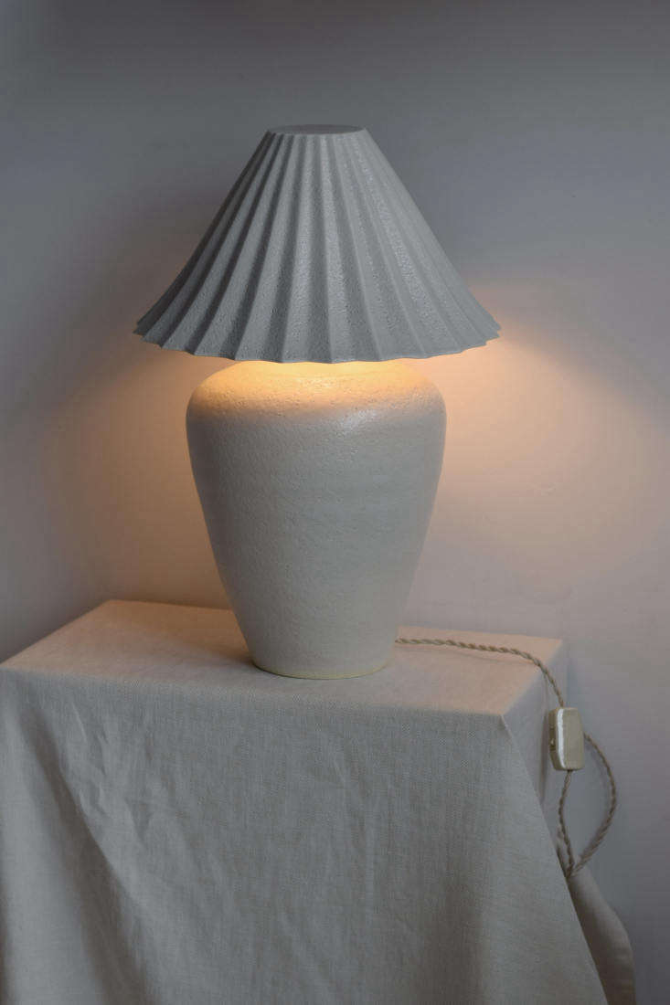 the lamp casts a &#8\2\20;subtle gradient of light and shadow,&#8\2\2\1 14
