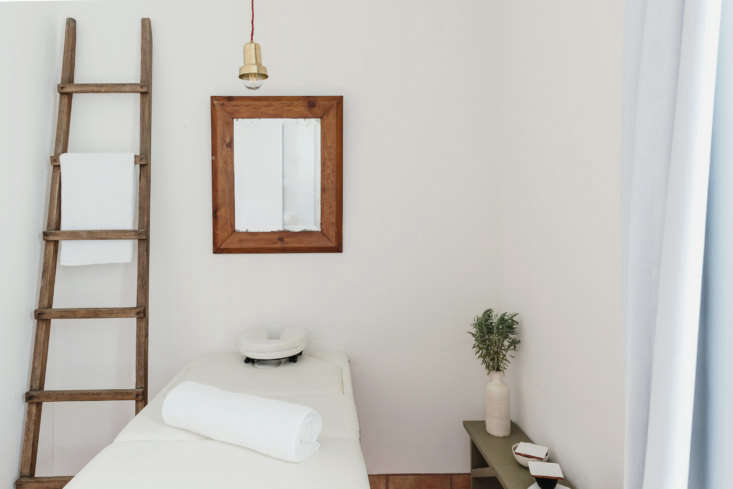 a compact spa room. 29