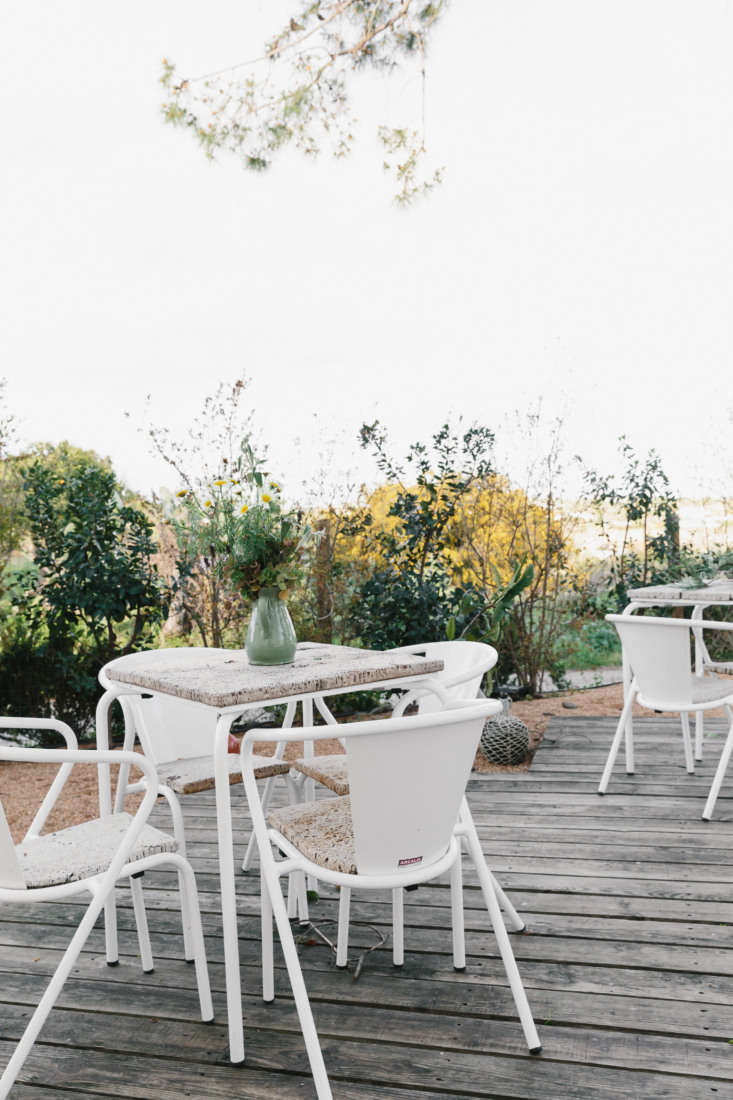 portuguesearcalo gonçalo chairs andarcalo plain table in white with a cork 31