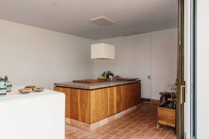 the architects built a kitchen island from canadian douglas fir from lacecal ha 12
