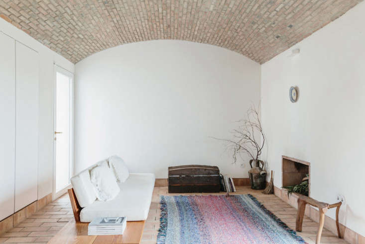 in portugal&#8\2\17;s algarve region, a family home turned guesthouse has a 9