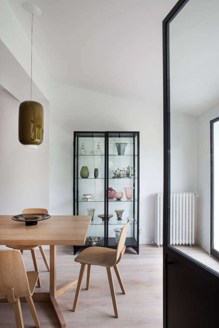 In the dining room, the windows are matched by a two-doored Gorka Vitrine by AM.PM, &#8