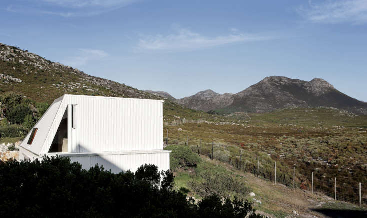&#8\2\20;the house is sited to maximize views of the nature reserve and kep 22