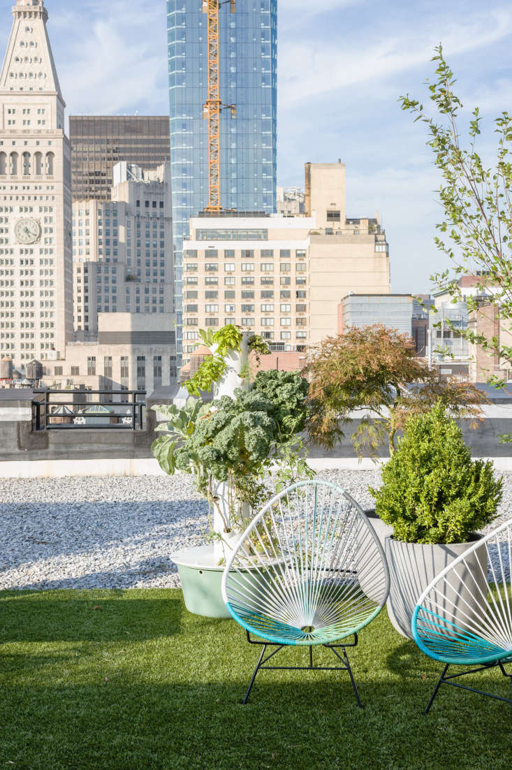 the casper office rooftop has spaces for al fresco working and coffee breaks. 17