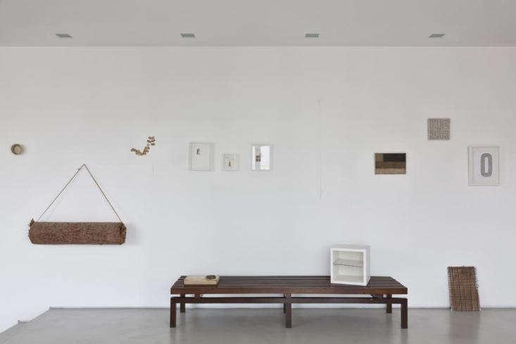 """""""Las paredes blancas se rediseñaron para evitar las esquinas y crear un gran espacio de exhibición"""", dice Hess."""