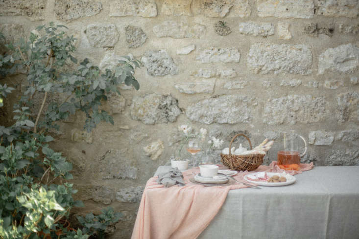 Current Obsessions Artifacts of Summer Summer idyll: How to Arrange Flowers Like a Frenchwoman: 8 Chic Techniques, courtesy of Floresie and Notary Ceramics. Photo by Chikae Howland