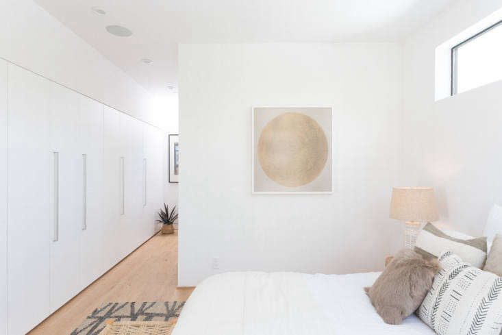 Let There Be Light Habitat 6 in Los Angeles Townhouses Designed for Brighter City Living A clerestory window is key for the bedroom.