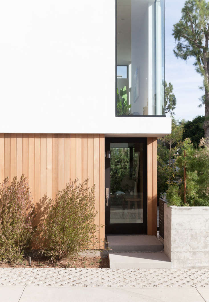 Let There Be Light Habitat 6 in Los Angeles Townhouses Designed for Brighter City Living Each unit has a private entrance. Cedar cladding adds to an organic, rather than urban, feel.