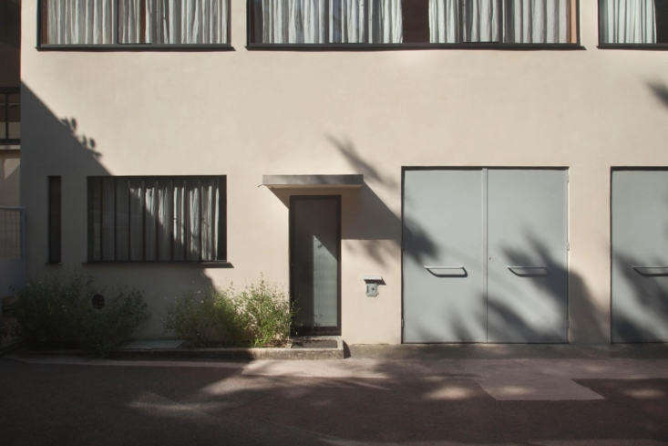 12 Design Lessons from Le Corbusiers Maison La Roche in Paris The facade is animated by rows of horizontal windows.