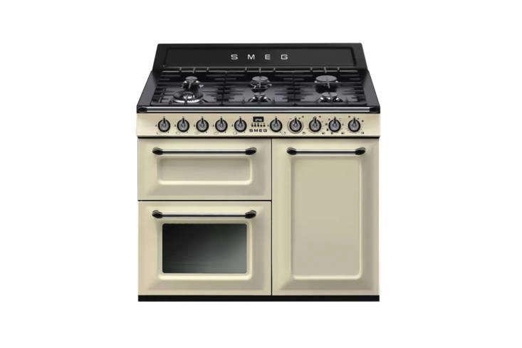 smeg&#8\2\17;s victoria cooker, shown in cream, is the company&#8\2\17; 16