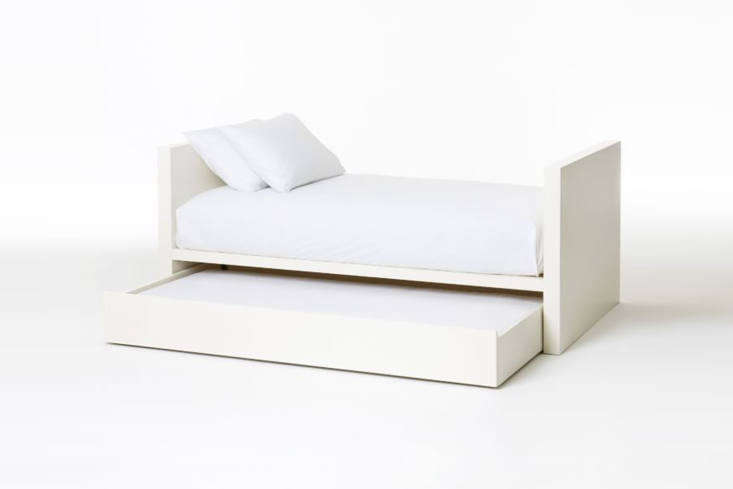 the west elm parsons daybed is made of engineered wood with a white lacquered f 14