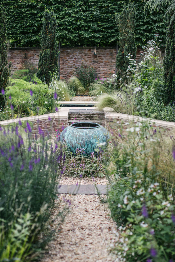 And, for a grand historic home in the UK, a modern courtyard garden that fulfills its owners&#8