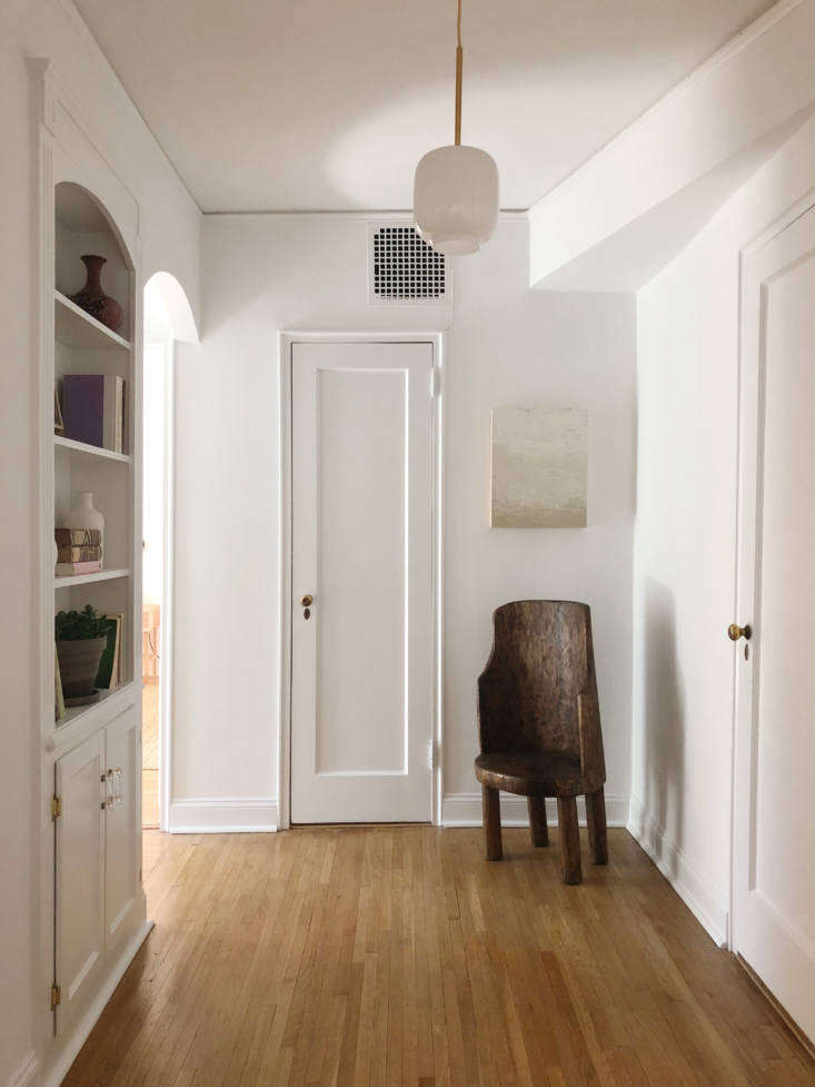 Flattering light is a staging essential. In a hall at 40 Prospect Park West, the Hoveys hung a current favorite of theirs, West Elm&#8
