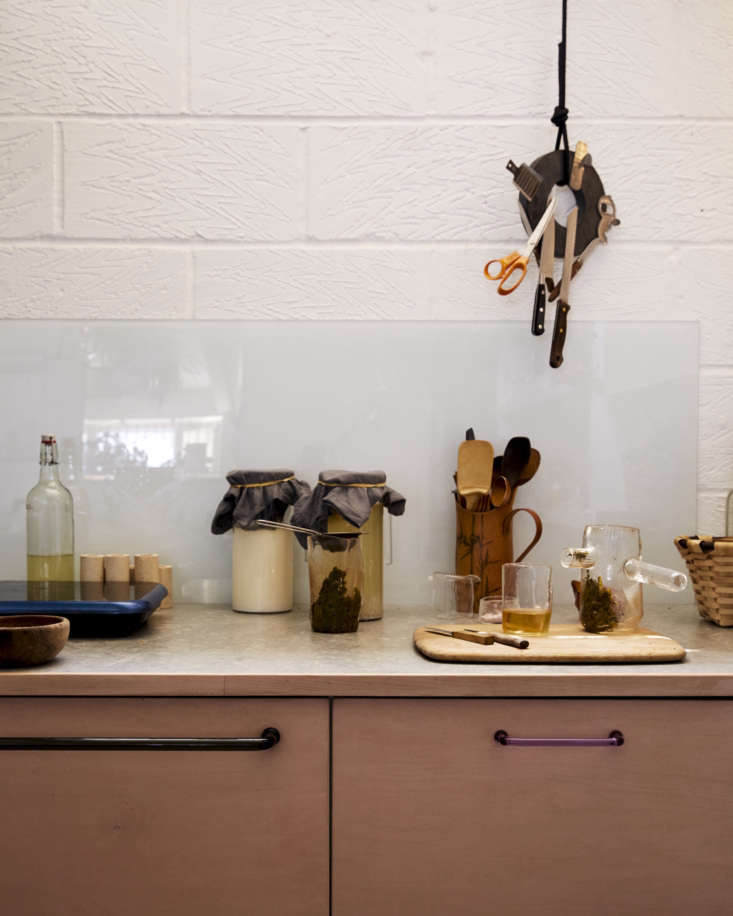 an artist&#8\2\17;s studio kitchen is full of creative and inexpensive remo 9