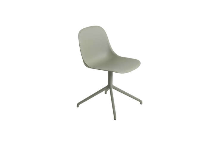 the muuto fiber side chair with a swivel base comes in six colors (shown in dus 9