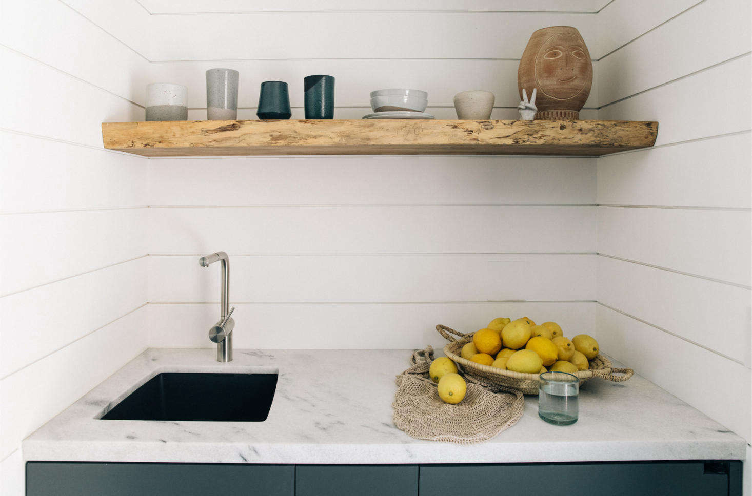 The Surfrider Suite has an efficient kitchenette in marble and tongue-and-groove cladding.