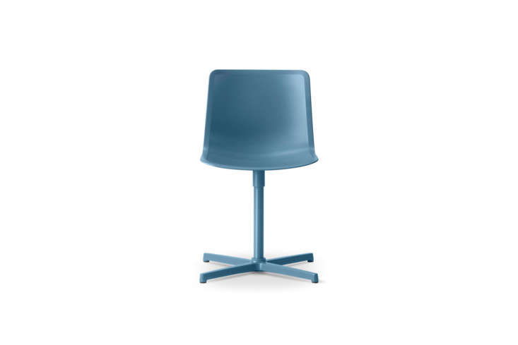 the welling/ludvik pato veneer swivel chair is available in a range of color op 11