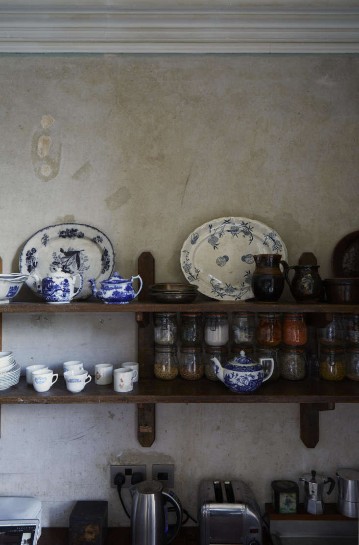 Required Reading An Artist Couples Hauntingly Beautiful Quarters Courtesy of Perfect English Townhouse The couple&#8\2\17;s tableware of choice is antique blue and white china gathered over many years from car boot sales and charity shops.