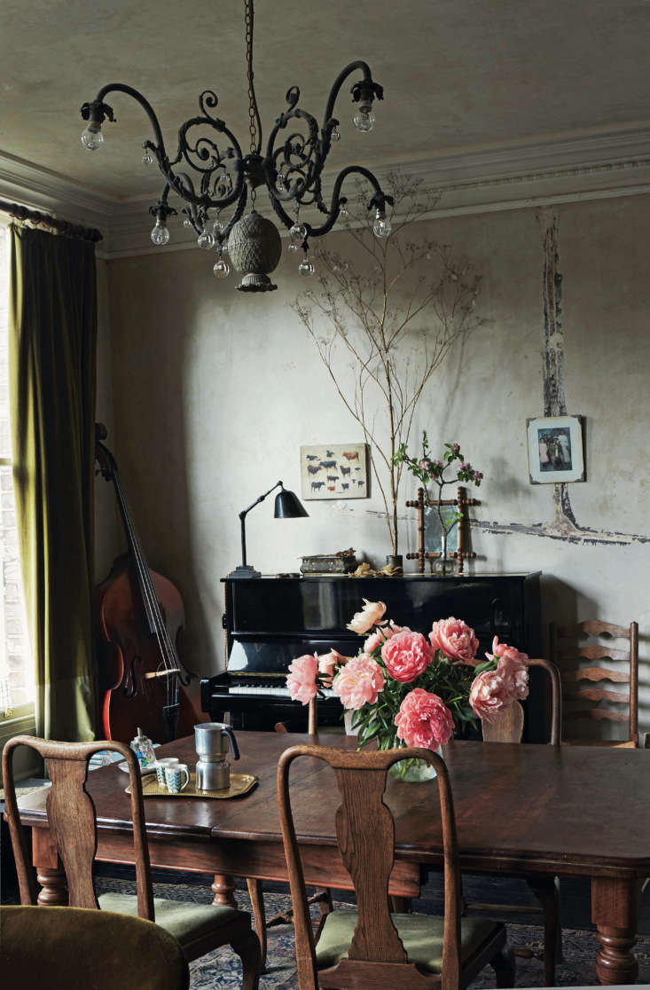 Required Reading An Artist Couples Hauntingly Beautiful Quarters Courtesy of Perfect English Townhouse In Perfect English Townhouse, Ros Byam Shawnotes that the lines of filler on the stripped wall above the piano &#8\2\20;mark out where the pipes for the gas lighting once ran.&#8\2\2\1; She goes on to explain: &#8\2\20;The chandelier is one of David&#8\2\17;s creations, and incorporates a metal pineapple found at a car boot/yard sale. The painting of cows on the far wall is a study by David&#8\2\17;s great grandfather, the celebrated Swiss artist Eugène Burnand.&#8\2\2\1;