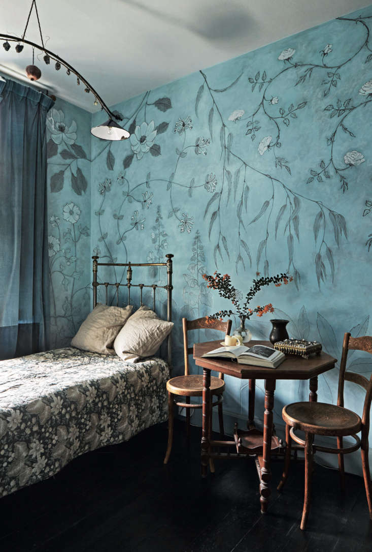 Required Reading An Artist Couples Hauntingly Beautiful Quarters Courtesy of Perfect English Townhouse David and Anita&#8\2\17;s daughter described the wallpaper she had in mind for her room, and when they couldn&#8\2\17;t find it, David painted it himself. See more of his work at David Campbell and inPerfect English Townhouse.