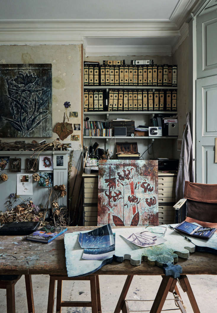 Required Reading An Artist Couples Hauntingly Beautiful Quarters Courtesy of Perfect English Townhouse There are countless places for the eye to land in David&#8\2\17;s studio. The mantel is layered with dried leaves and stems, and the top drawers of his flat file are divided into compartments for his Thames mudlarking finds, sorted by color: white clay pipes, shells, and bleached bones; clear glass bottles; and iron relics, among other things.