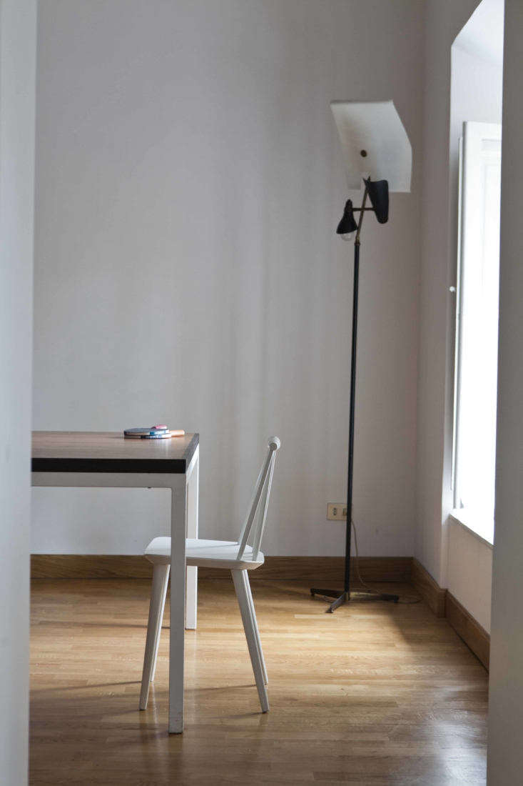 Into the pared-back dining room. The sculptural black like is a &#8