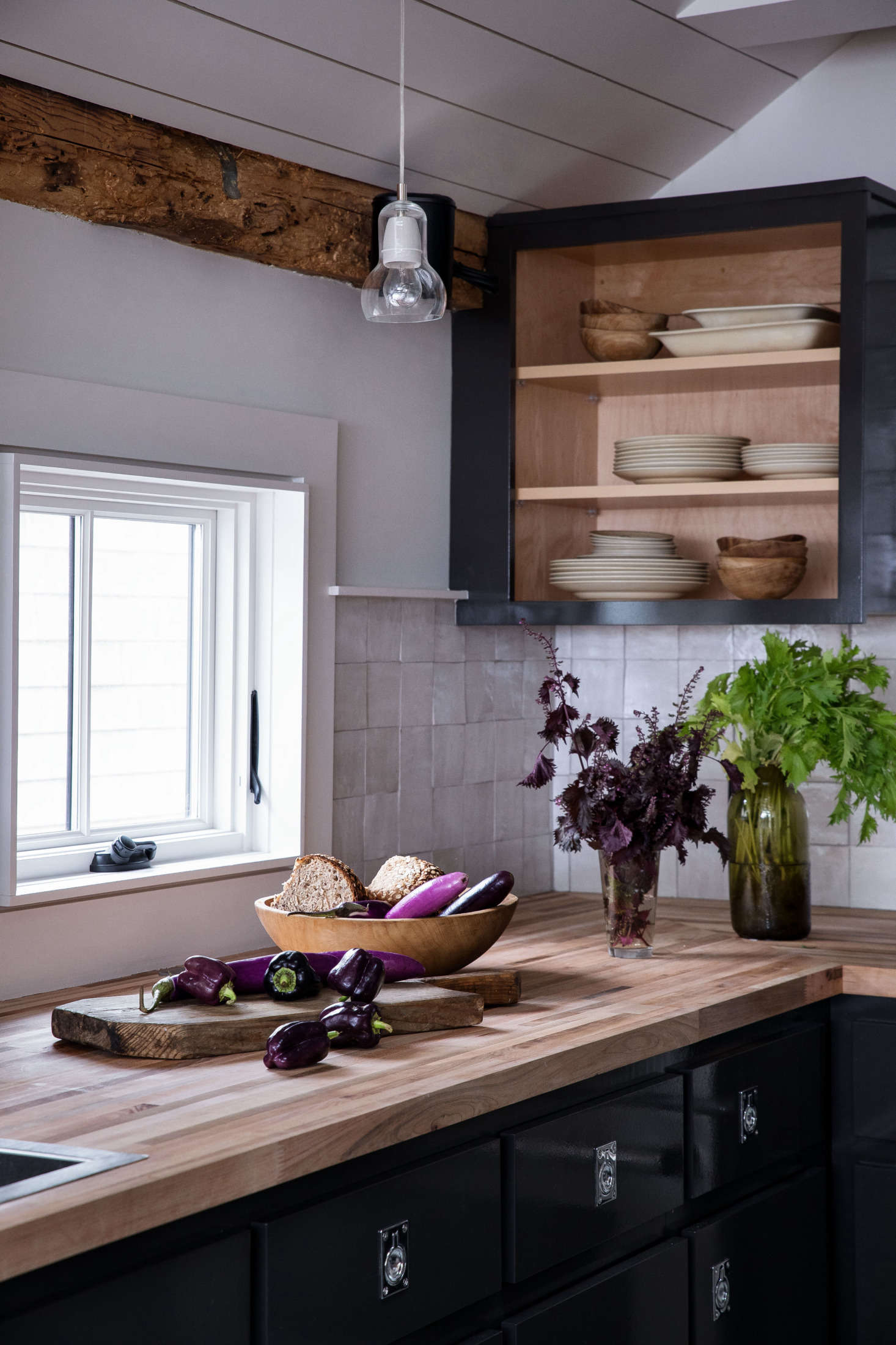 To enhance the nautical feel, Hein+Cozzi used recessed boat pulls as kitchen hardware.