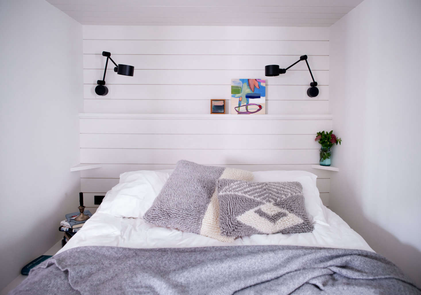 Nestled in a small nook, the studio bedroom feels like a ship&#8
