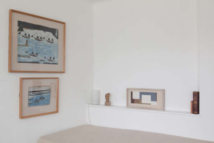 Propped on the shelf next to the twin bed is the Ben Nicholson 4loading=