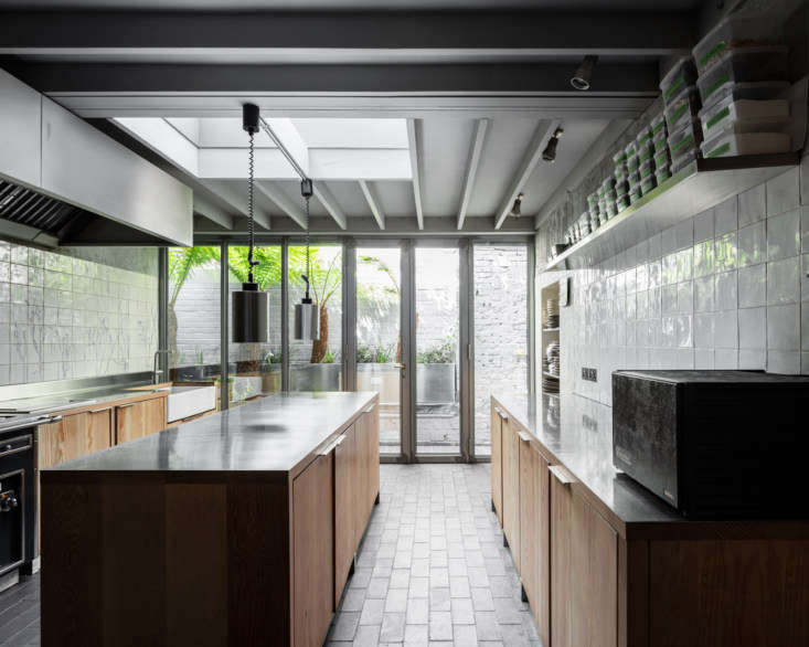 On arrival, diners are served appetizers in the kitchen, which 6a outfitted with bespoke cabinets of Douglas fir topped with stainless steel.