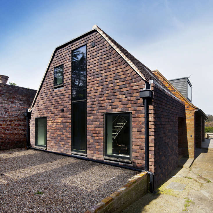 A side extension that was added to the building in the 70s was rebuilt to form an entrance hall and study on the ground floor and a bedroom and family bathroom on the first floor. The pitched roof visually extends the pitch of the existing building. Local, handmade clay peg tiles, added to clad the walls of the extension, reference the style of surrounding buildings and complement the existing red brick structure.