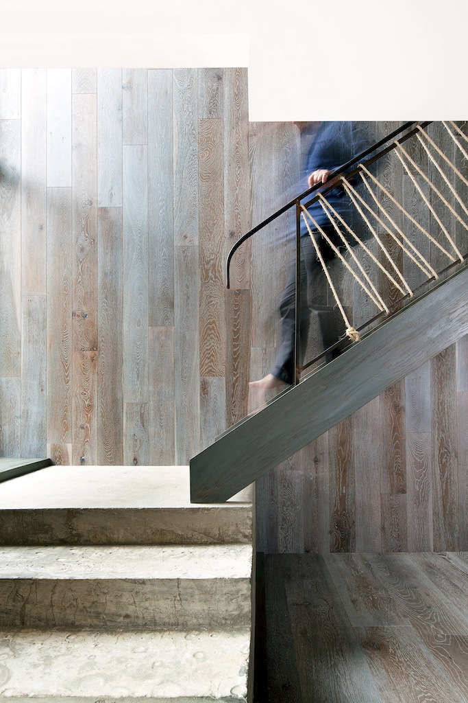 Oak is used to clad the walls of the double-height stairwell. Robust materials have been used throughout, making the space suitable for large gatherings.