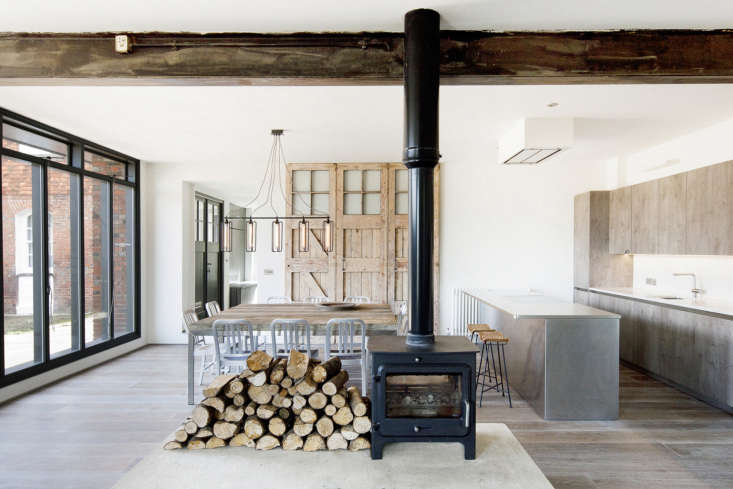 Inside, a double-sided wood-burning stove stands on a large concrete plinth in the middle of the space, creating a central heat source and focal point. Medieval dwellings were often arranged around a central hearth, and Nowicka sees this isa nod to the far-reaching history of the area.