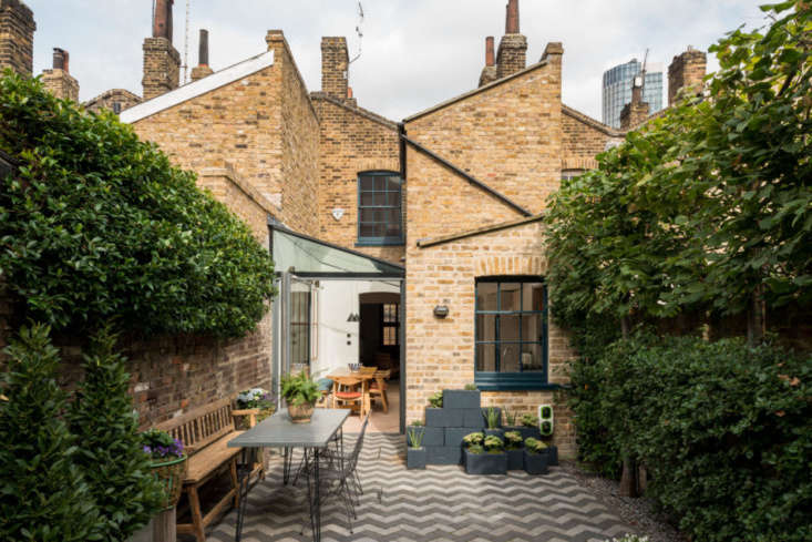 On a historic street in London, architecture firm Findlay Fraher created an enchanting courtyard, complete with rolling planters and an enviable outdoor dining setup. See more inLost in Time: A London Courtyard Garden on a Camera-Ready Historic Street. Photograph courtesy of The Modern House.